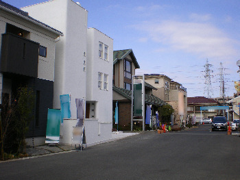 震災から1カ月、首都圏で営業始動