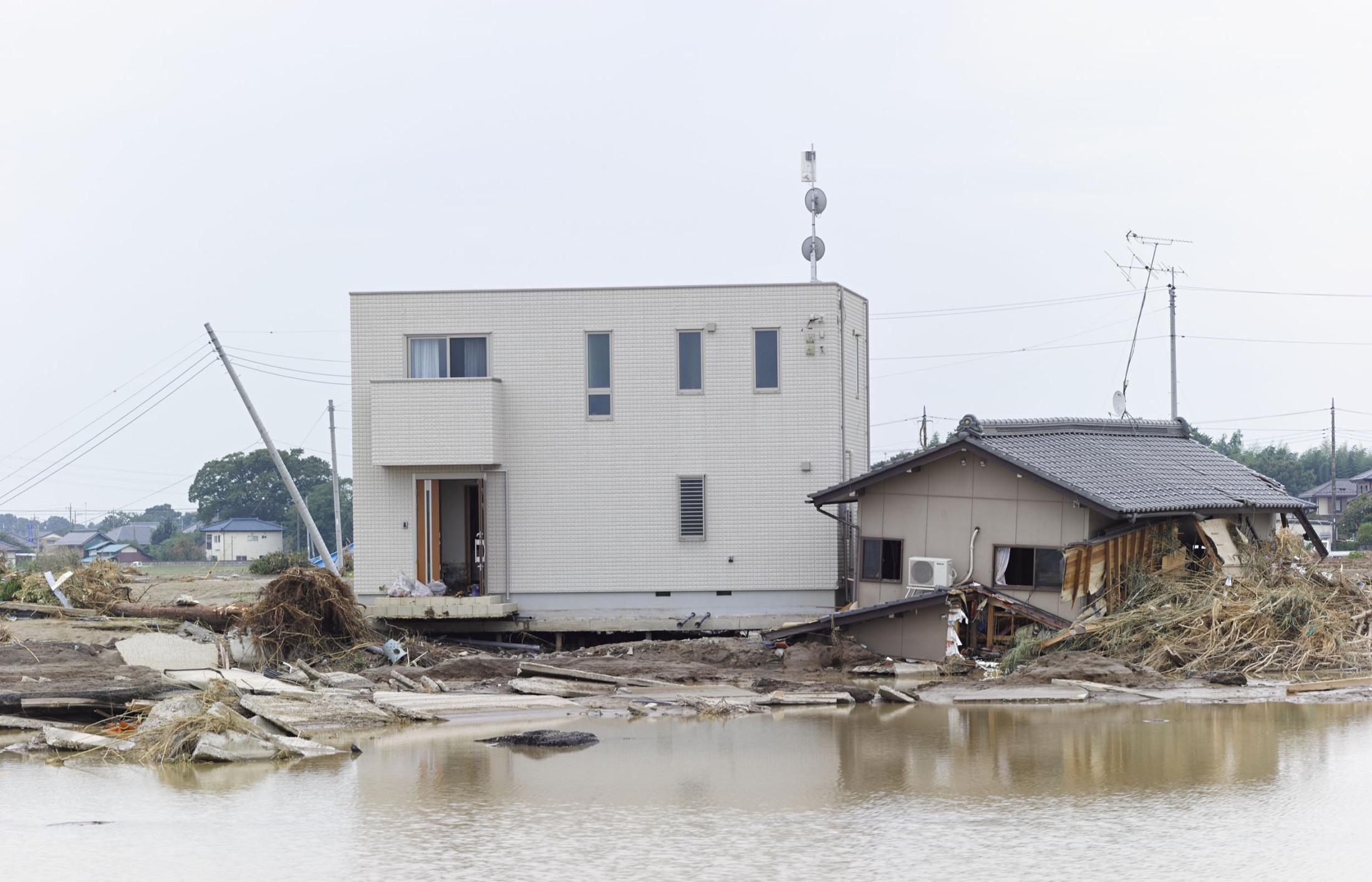 濁流を耐えた「白い家」に見る、災害に強い基礎の作り方