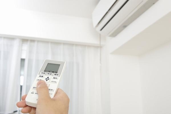 冷房のつけっぱなしでエアコンにカビが生える!? カビの発生を防ぐ使い方とは?