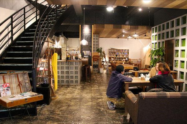 沖縄の商店街のコンシェルジュを担うカフェ&ゲストハウス「Arcade Resort Okinawa HOTEL & CAFE」