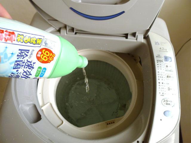 使うのはキッチン用漂白剤4本!? 清掃会社社員直伝の「洗濯槽クリーニング」って?