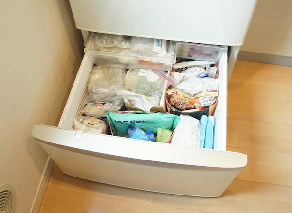 冷凍庫の「困った」を解決! 100均アイテムですっきり収納