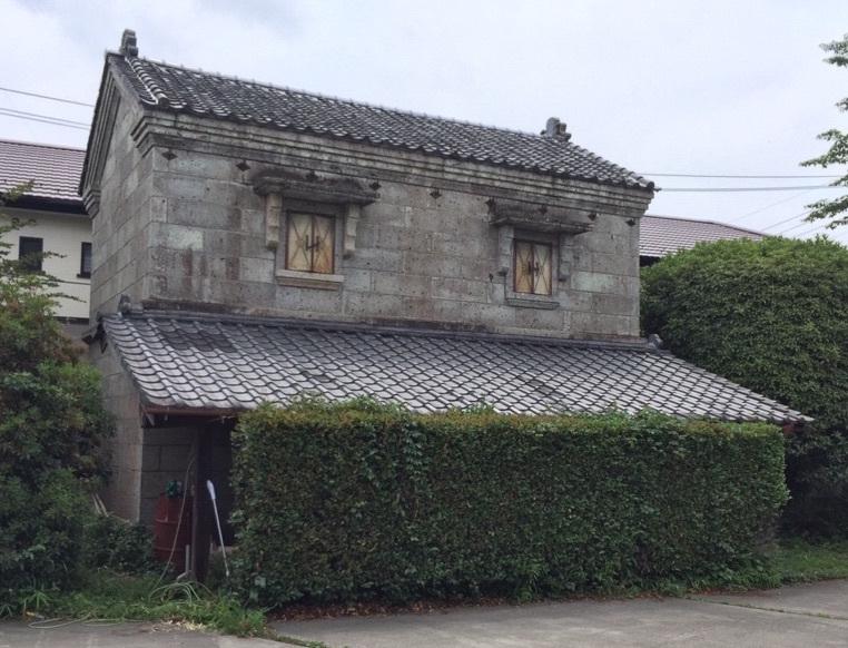 昔ながらの蔵のある家。そこには何が入っている?