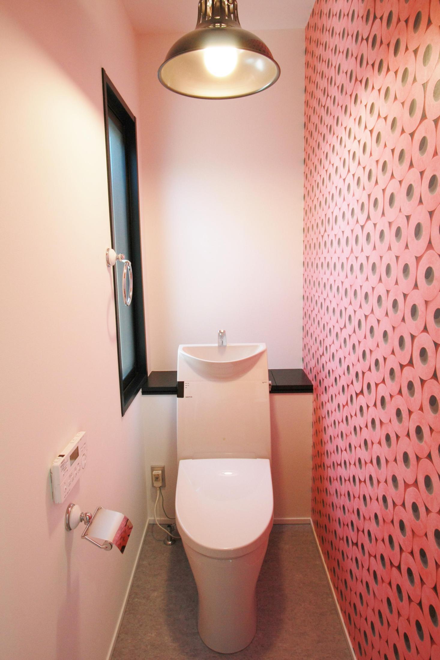 みんなの家のおしゃれなトイレ画像30選 壁紙 タイル 自慢したくなる空間まで Yahoo 不動産おうちマガジン