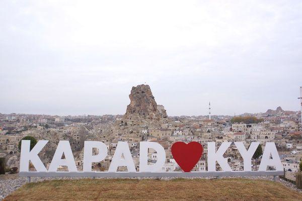 世界遺産に人が住む!? トルコ、カッパドキアに紀元前から存在する「洞窟住居」