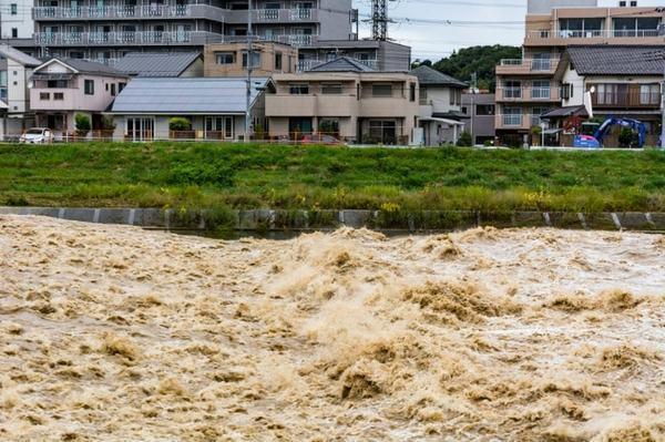 自然災害で自宅が全壊したら住宅ローンは免除になる?
