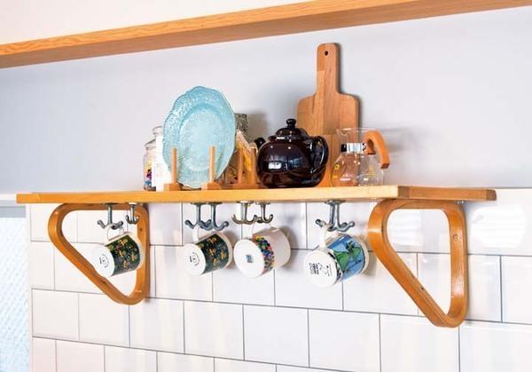 モダンさと温かみを併せ持つ北欧風キッチンのある家