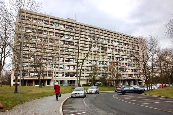 コルビュジエが設計したベルリンの集合住宅 その室内と住人の暮らしぶりは?