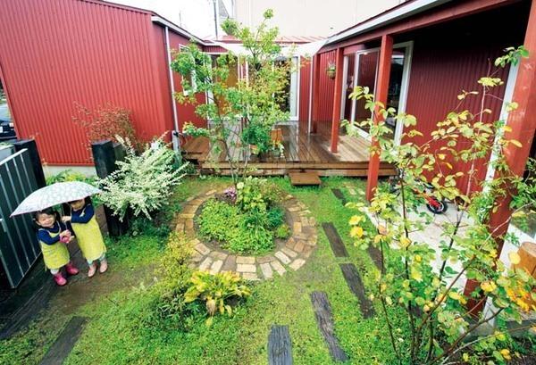 子育てに最適!中庭をコの字に囲む平屋の家