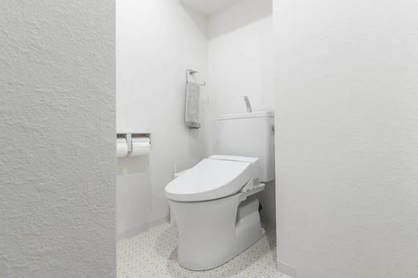 トイレにエアコンは設置できる?工事不要、くつろぎ空間の作り方