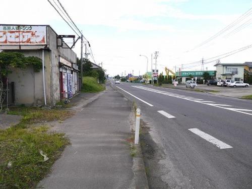 現況写真 東側 開放的な約10mの前面道路(南側から撮影)