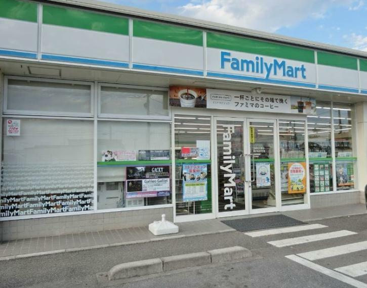 コンビニ ファミリーマート国分寺川中子店