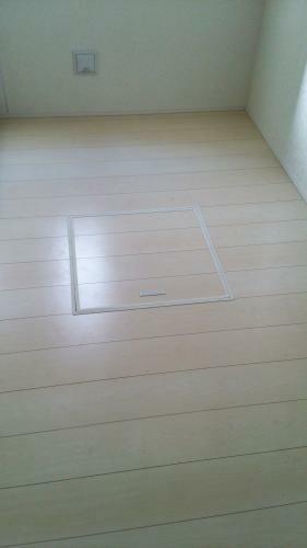 同仕様写真(内観) キッチンの床下点検口です。床下収納があるととても便利ですね。(参考例です)