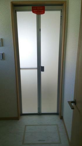 同仕様写真(内観) 浴室の入口ドアも撮ってみました。(参考例です)