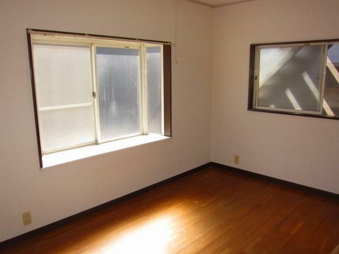 洋室 6帖の出窓のある洋室