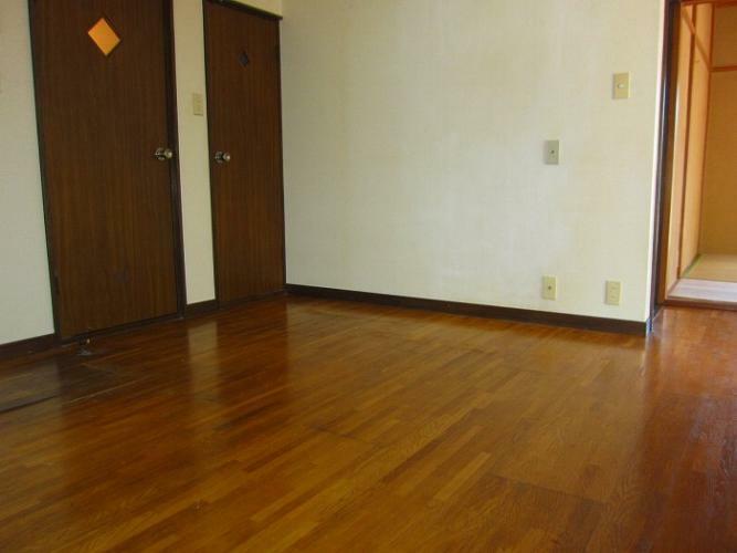 ダイニング ダイニングとトイレ・バスルームの入り口(参考:101号室)