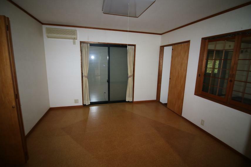 洋室 2階洋室8帖(南側中央)