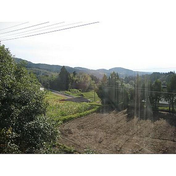 眺望 敷地内には家庭菜園もできるスペースも十分ございます!