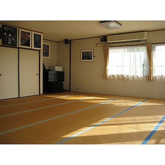居間・リビング 2階は約20帖の和室の広間があります!