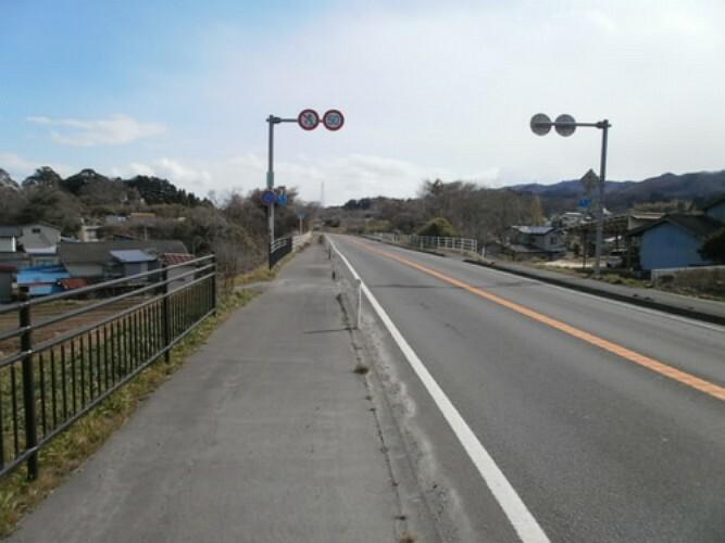 現況写真 前面道路は広く、開放的な印象を与えてくれますね。