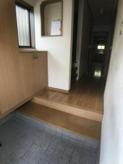 玄関 沢山入るシューズボックスは玄関がすっきりと使えます