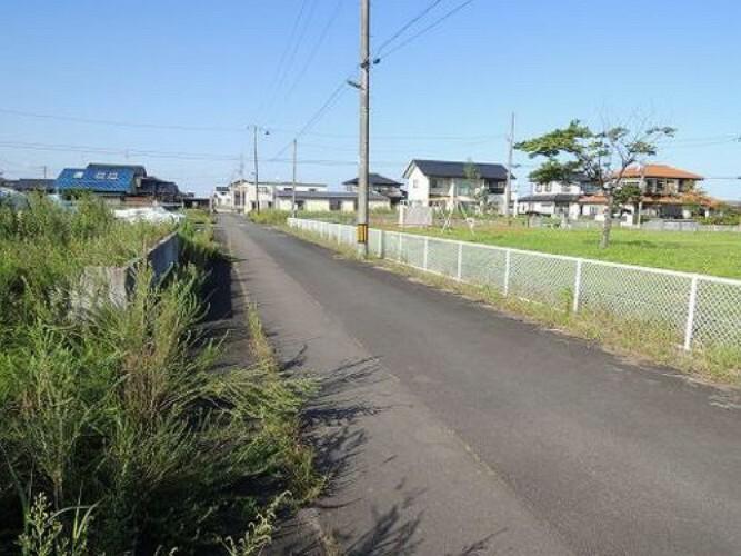 現況写真 前面道路です。見通しの良い道路です。