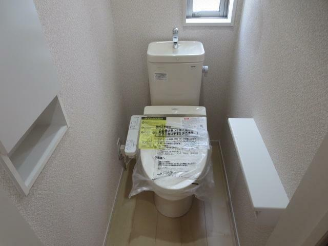 温水洗浄暖房便座付きトイレを各階に設置