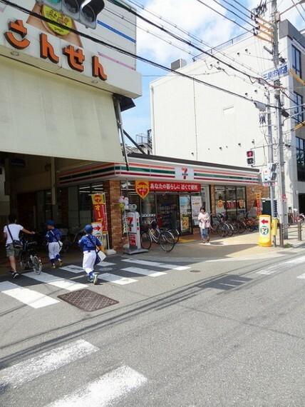 コンビニ セブンイレブン大阪三泉市場通店