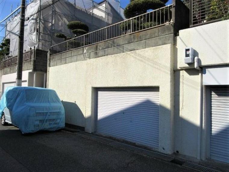 駐車場 掘込車庫なので雨や風などで車が汚れる心配がありません!