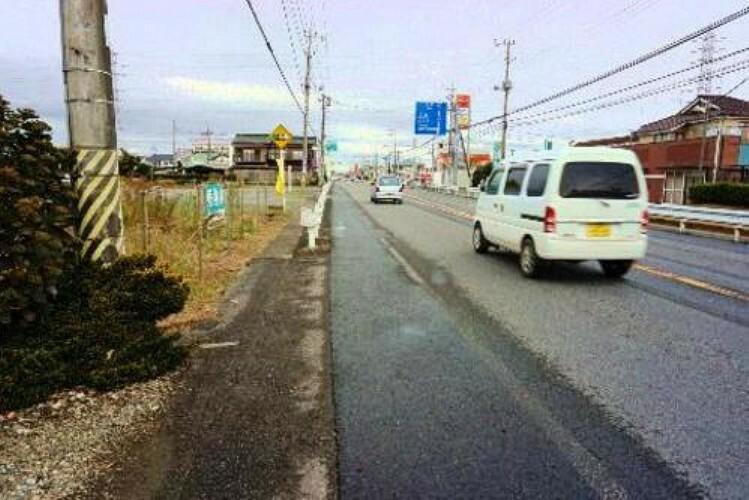 現況写真 東側の前面道路は幅員約18mございます。