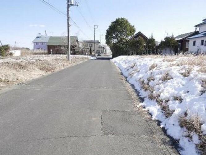 現況写真 前面道路は道幅約6m。お車の操作のしやすい広さです。