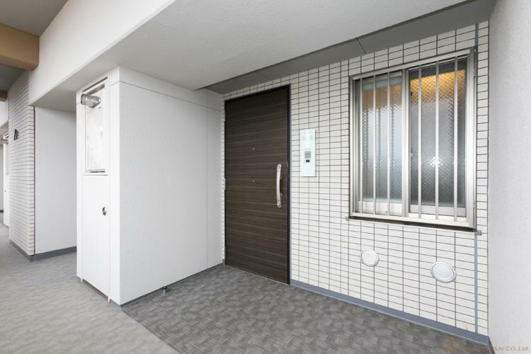 玄関 玄関 *同タイプ写真(現状優先・一部仕様は実際と異なります)