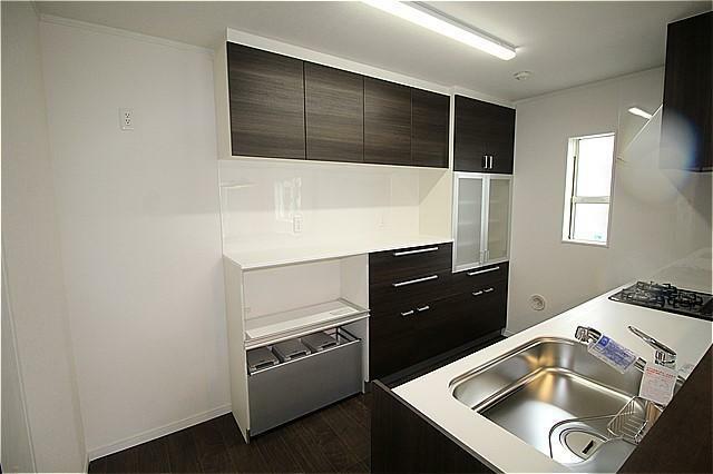 キッチン キッチン設置の食器棚撮影(平成30年3月)撮影