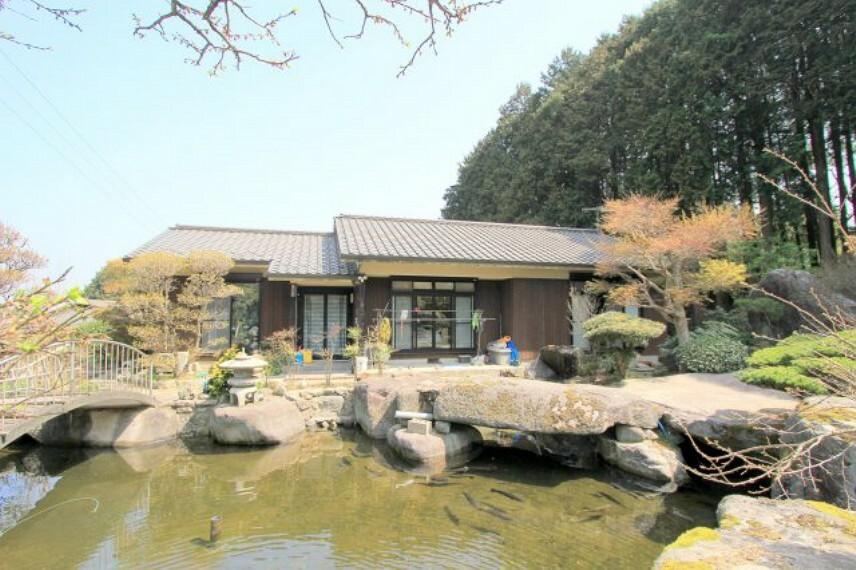外観写真 ~豪華な日本庭園のある邸宅~