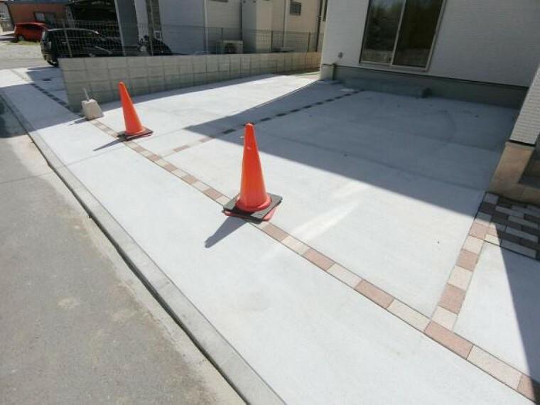 駐車場 駐車場は3台使用可能ですが前面道路が狭いため、駐車が苦手な方は注意が必要です。