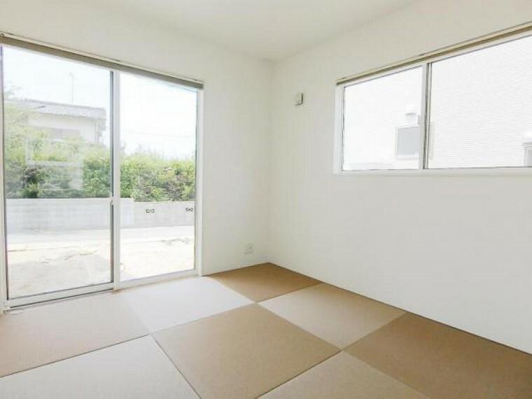 2面採光の和室は過ごしやすく、忙しい日常から離れて、ゆっくりくつろげる場所になっています。