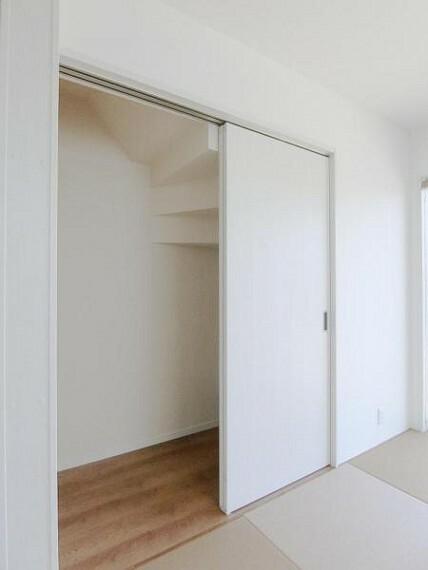 収納 和室の押し入れは、こたつ布団や来客用布団を収納しておくのに役立ちます。