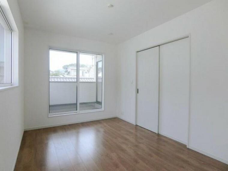 2階洋室は全て2面採光・6.0帖以上となっており、お子様が成長しても窮屈なお部屋ではありません。