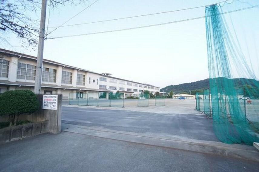 中学校 南部中学校 南部中学校まで1000m(徒歩約13分)