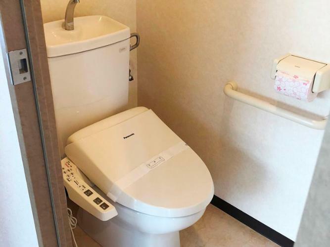 トイレ 温水洗浄便座です
