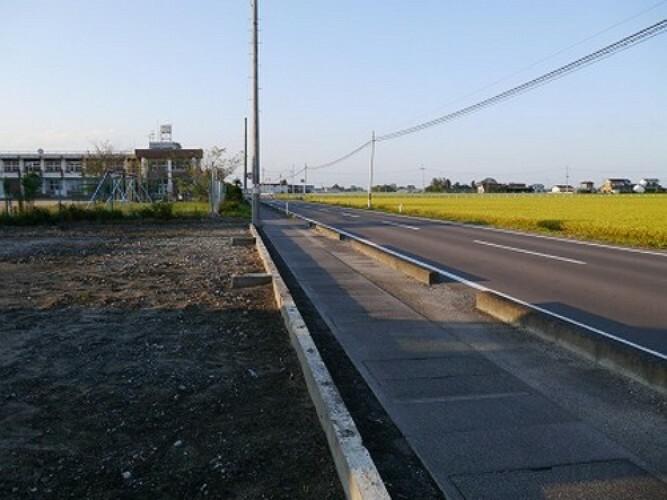 現況写真 東側 前面道路(南側から撮影)
