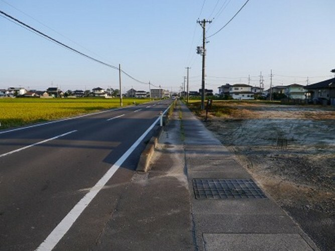 現況写真 東側 前面道路(北側から撮影)