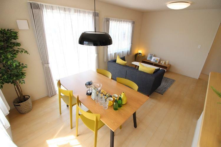 同仕様写真(内観) リビングの家具・家電の配置等を考えるだけでもワクワク楽しくなりますよね!(モデルハウス参考例です)