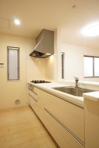 同仕様写真(内観) 使い勝手の良い対面式キッチンです。勝手口もついてる場合もあります!(参考例です)
