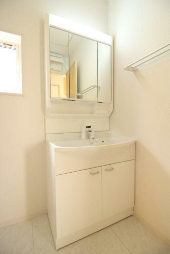 同仕様写真(内観) 毎朝忙しい中で使い勝手の良い洗面台があると本当に良かった!ってなると思います!(参考例です)