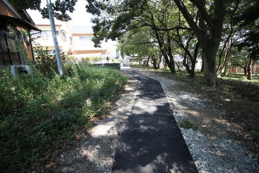 外観・現況 毎日のお散歩も快適な緑に恵まれた閑静な住宅地