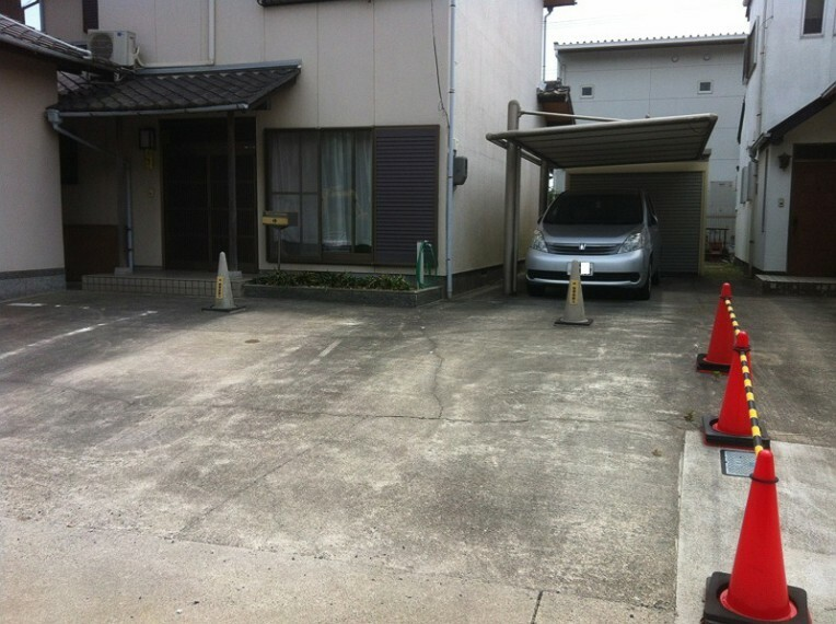外観写真 普通車4台駐車可能です