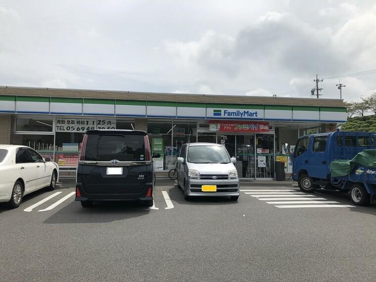 コンビニ ファミリーマート阿久比草木店