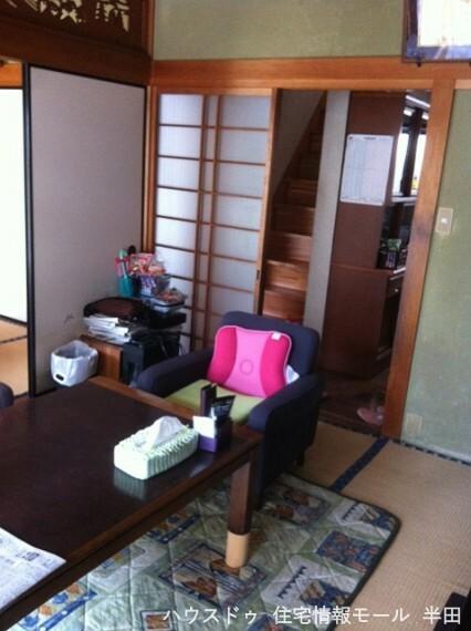居間・リビング 板の間のついたゆとりの和室