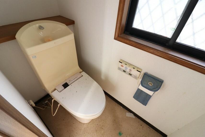 トイレ 1階には2箇所ドアがあり空間を区切ることができるのでとても便利です!